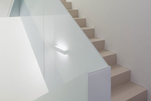 Corp-iluminat-scara-smart-home-Mora