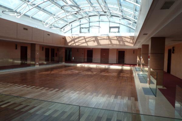 Suspended-lamps-Auditorium