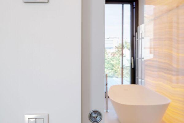 Vizualizare-control-baie-smart-home-Mora