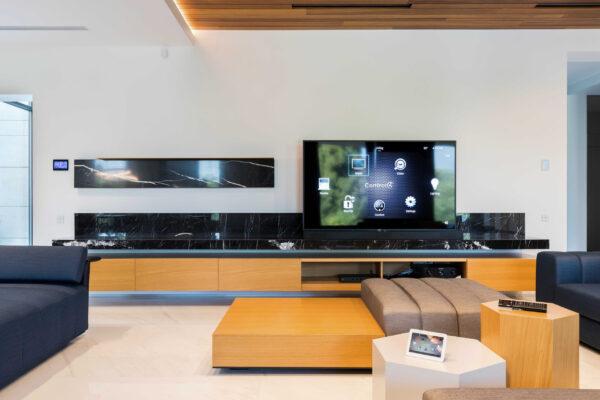 Smart-home-control-Vila-MB