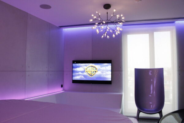 TV-Jacuzzi-Smart-Home-Penthouse-Z