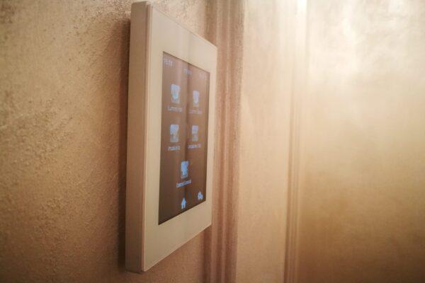 Touch-panel-Z41-Zennio-Apartament-T