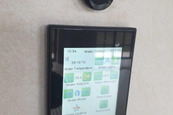 Touch-panel-Z41-Zennio-Lake-Villa