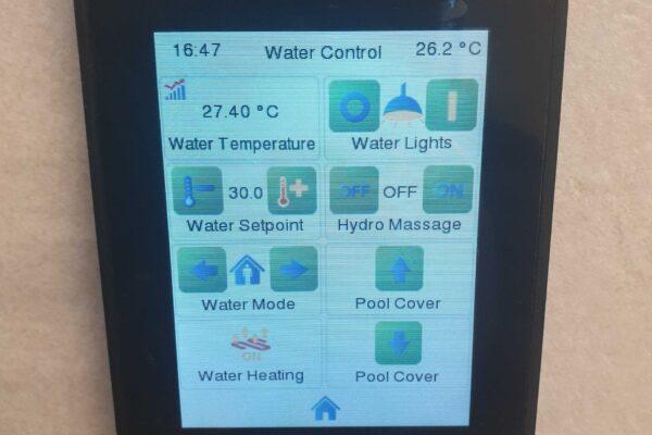 Touch-panel-Zennio-Z41-Lake-Villa
