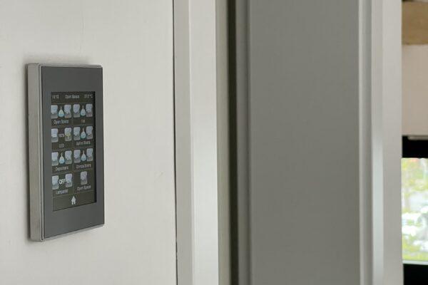 Touch-panel-Zennio-Z41-argintiu-Casa-NIU