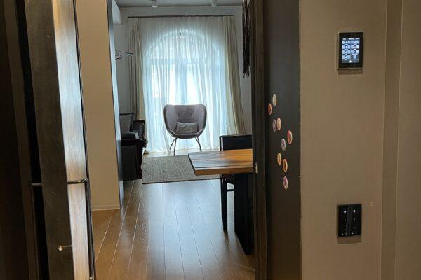 Touch-panel-keypad-Zennio-casa-NIU